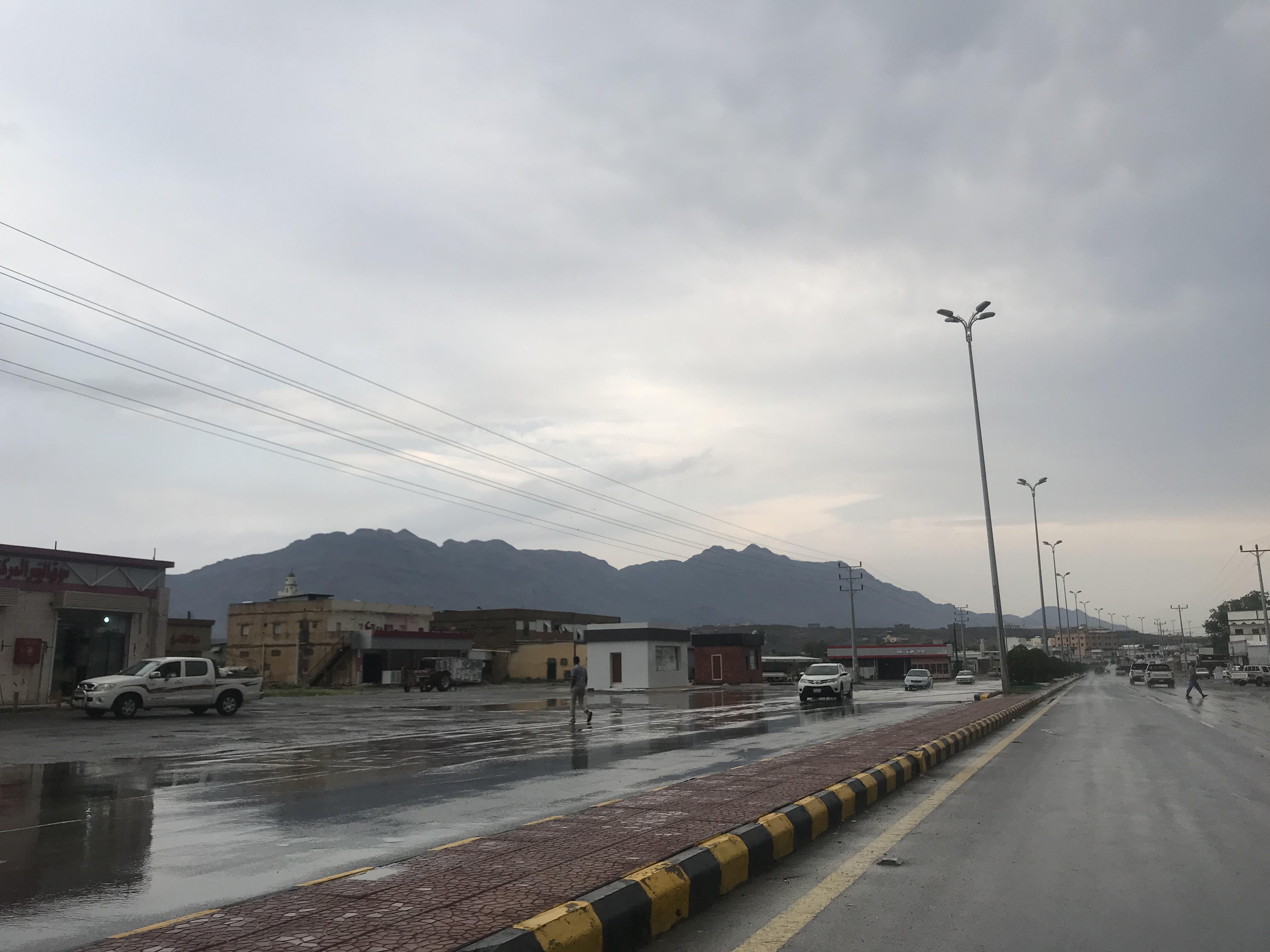 تحذير من الدفاع المدني بعد أمطار تهامة عسير - المواطن