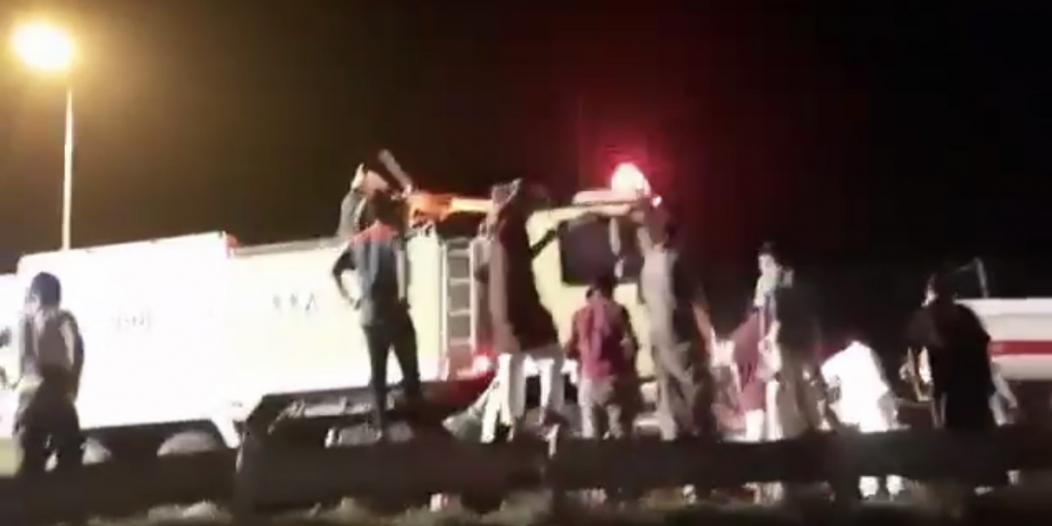 انقلاب ناقلة بترول يوقف الحركة المرورية على طريق محايل – بارق