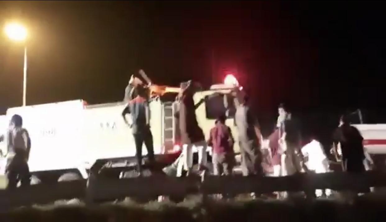 انقلاب ناقلة بترول يوقف الحركة المرورية على طريق محايل - بارق - المواطن