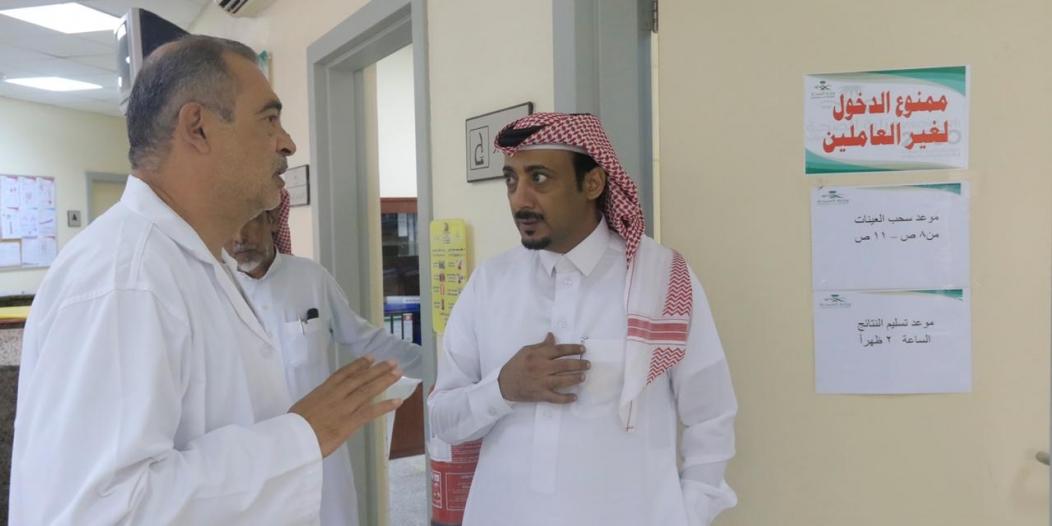 وكيل محافظة بارق يلتقي مرضى مركز الرعاية الصحية