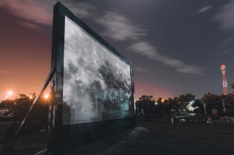 تجربة كلاسيكية.. السينما المفتوحة تحت النجوم بموسم السودة - المواطن