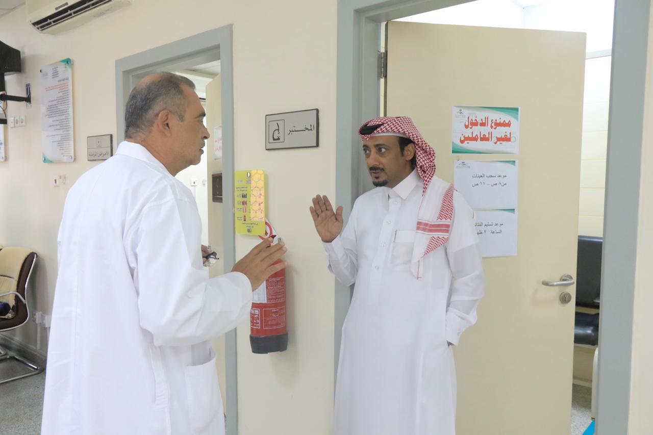 وكيل محافظة بارق يلتقي مرضى مركز الرعاية الصحية - المواطن