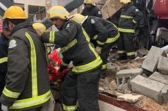 ارتطام تريلا بمحطة مهجورة يقتل سائقها ويهدم سقف محلات بالطائف - المواطن