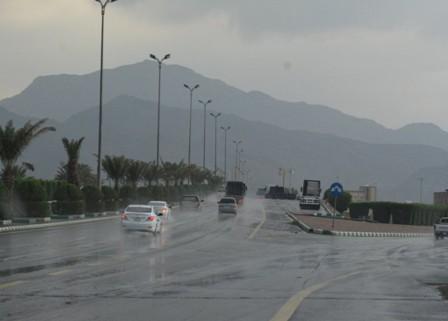 أمطار غزيرة ورياح نشطة تحجب الرؤية في 6 مناطق