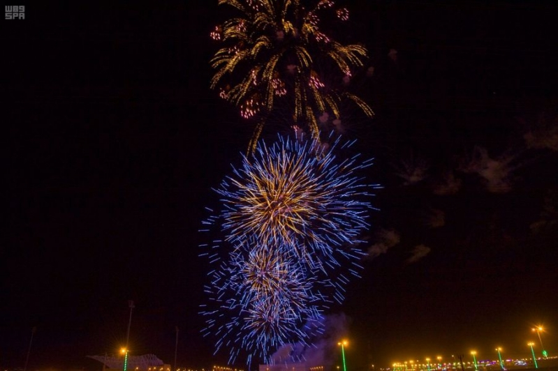 شاهد الصور.. الألعاب النارية تضيء سماء نجران