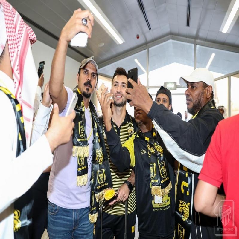 صور.. #الاتحاد يصل أبها وسط استقبال جماهيري - المواطن