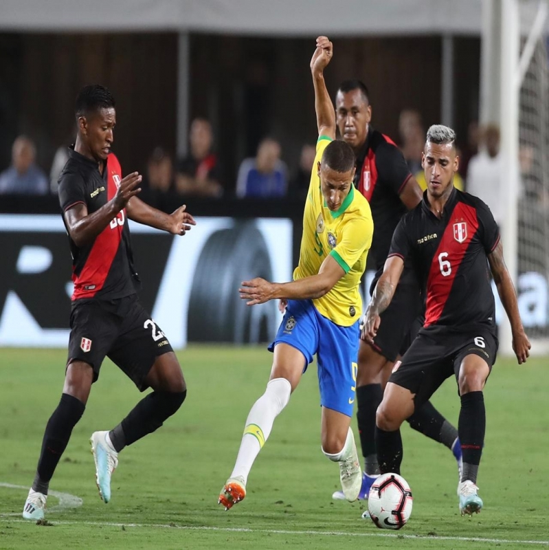 البرازيل ضد بيرو .. وأول هزيمة للسيليساو منذ 17 مباراة