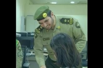 فيديو.. الجوازات تستقبل وتودع المسافرين بالورود والأعلام والهدايا - المواطن