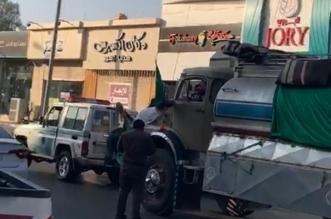 القبض على قائد شاحنة أخفى لوحاتها وأساء استعمال المنبه - المواطن
