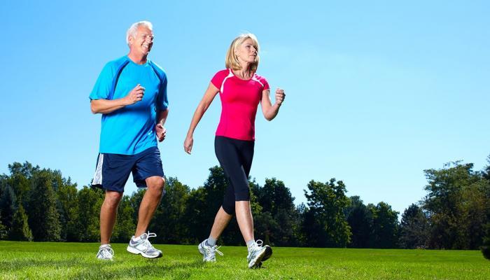 دراسة يابانية : المشي السريع يطيل العمر