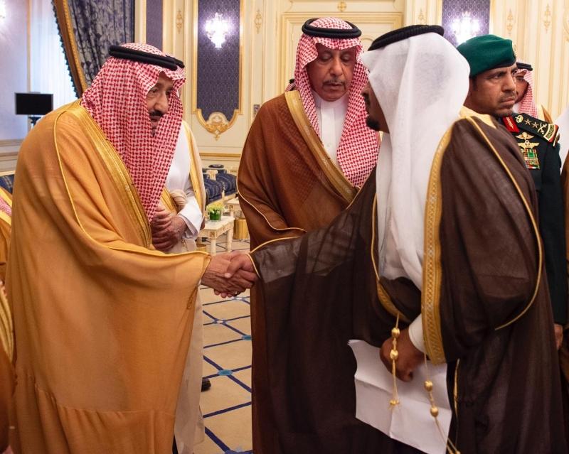 الملك سلمان يستقبل في قصر السلام أمراء وعلماء ومواطنين - المواطن