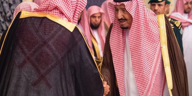 الملك سلمان يستقبل الأمراء والعلماء وجمعا من المواطنين ...