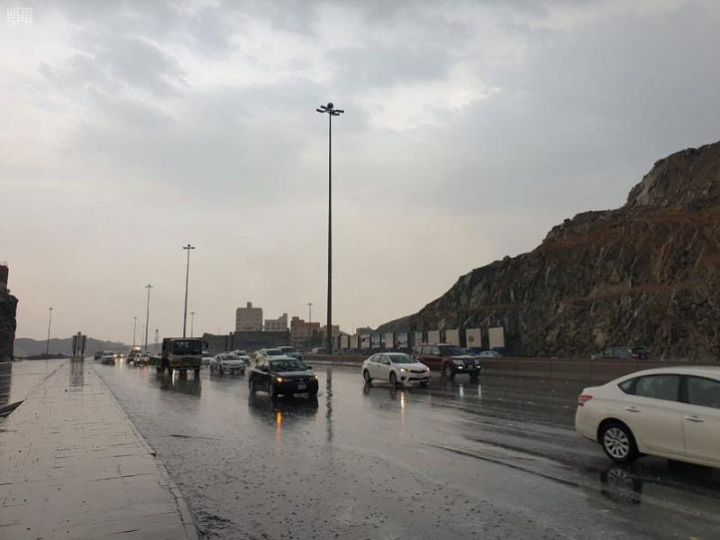 مدني مكة : نتابع التقلبات الجوية وعليكم الحذر والانتباه