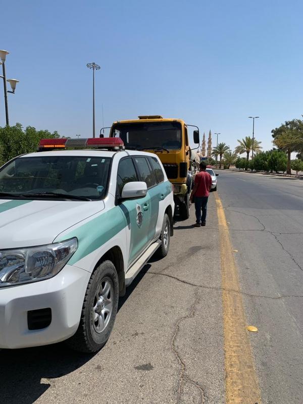 ضبط قائد شاحنة عكس السير وقطع الإشارة في الشمالية - المواطن