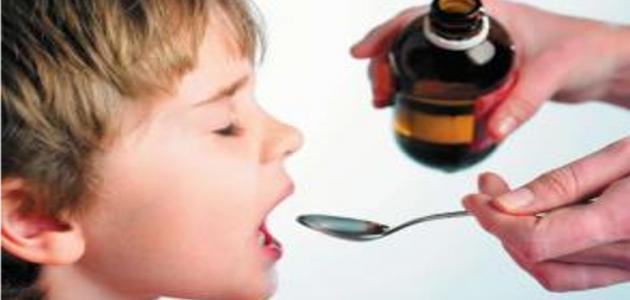 استشاري يحذر من تنويم الأطفال بهذا الدواء.. أضراره خطيرة