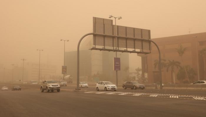 رياح وغبار اليوم على 8 مناطق