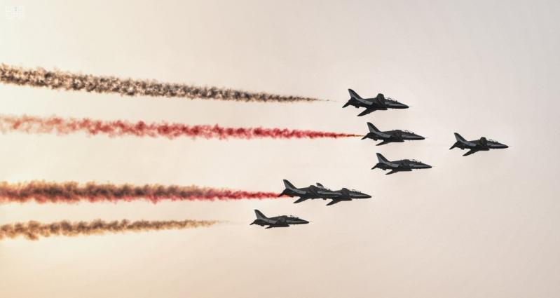 فيديو.. 60 طائرة عسكرية ومدنية تعانق السماء في اليوم الوطني 90