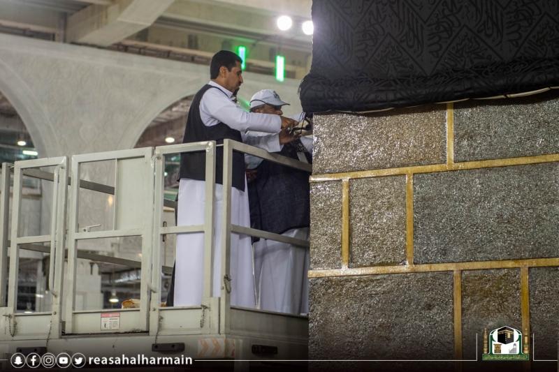 لقطات من إسدال ثوب الكعبة المشرفة - المواطن