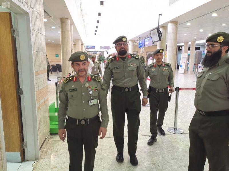 اللواء المقبل يتفقد منافذ ومطارات جوازات نجران - المواطن