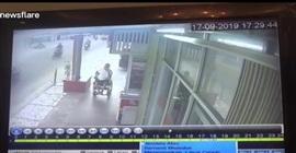 فيديو صادم.. سرقة هاتف من يد رجل معاق! - المواطن