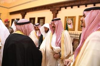 أمير عسير يسلّم 72 مواطنًا من ذوي الشهداء والمصابين منح أراضيهم - المواطن