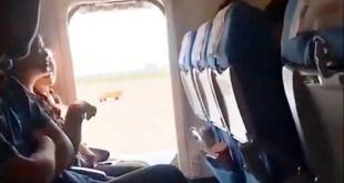 مسافرة تفتح باب الطوارئ في الطائرة.. السبب غير متوقع