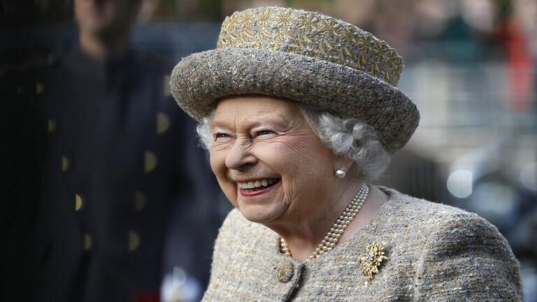 وجبة غير اعتيادية تتناولها ملكة بريطانيا في الرحلات الجوية