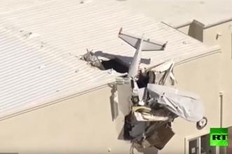 شاهد.. طائرة تتحطم فوق سقف حظيرة - المواطن