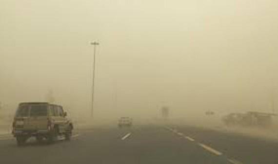 عوالق ترابية ورياح نشطة تعيق الرؤية في الباحة