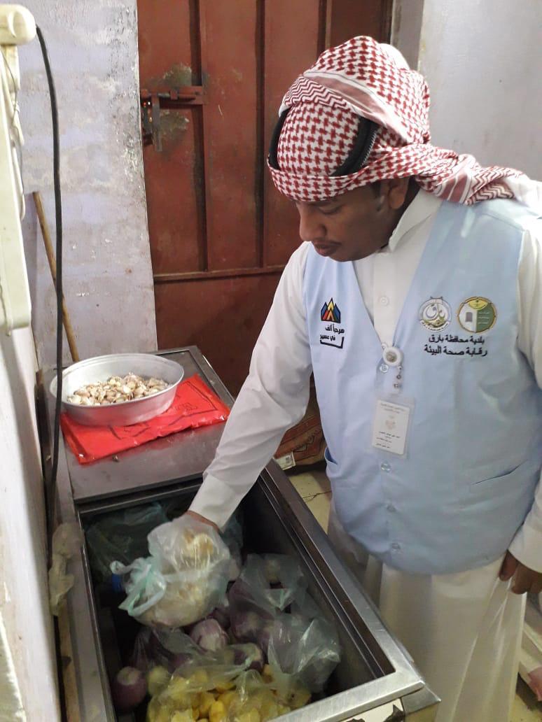 بلدية بارق تصادر 60 علبة عصائر وحليب منتهية الصلاحية - المواطن
