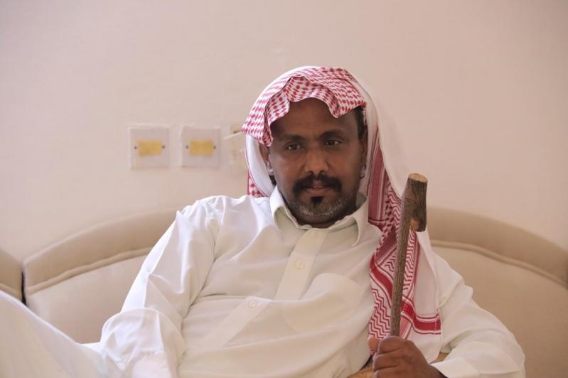 البناوي يزور الرقيب البارقي.. تعرض للدهس خلال مطاردته مهرب مخدرات