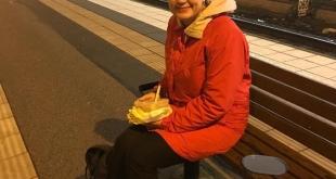 صورة متداولة.. وزيرة سويدية تنتظر القطار بلا حراسة