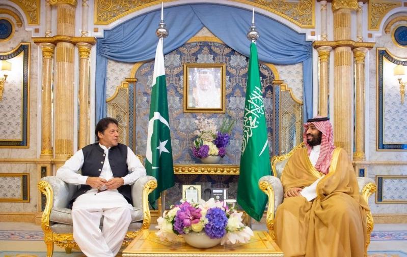 الأمير محمد بن سلمان يبحث مع عمران خان سبل تعزيز العلاقات الثنائية