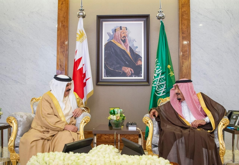 الملك سلمان يستقبل ملك البحرين ويقيم مأدبة غداء تكريمًا له