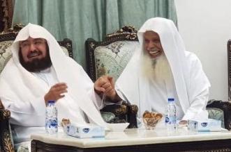 فيديو وصور.. السديس يزور الشيخ علي الحذيفي في منزله - المواطن