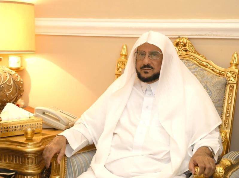 وزير الشؤون الإسلامية: أذان العشاء في رمضان مثل الأشهر الأخرى دون تأخير 