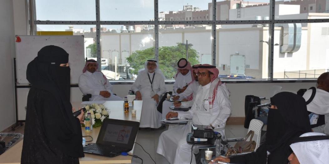 فريق من مكتب تحقيق الرؤية يستعرض أبرز المشاريع بصحة الطائف