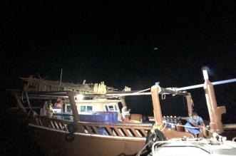 حرس الحدود بالشرقية يساعد قاربًا كويتيًا تعطل في عرض البحر - المواطن