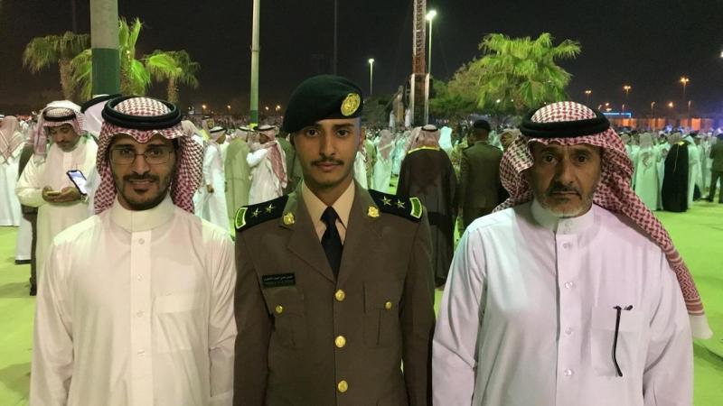الشهري يحتفل بتخرجه من كلية الملك فهد الأمنية - المواطن
