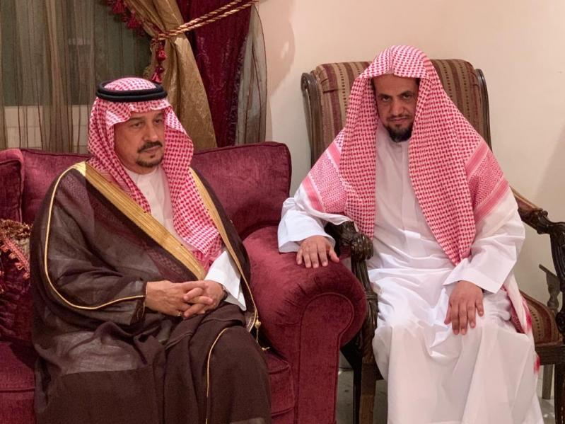 فيصل بن بندر يعزي النائب العام في وفاة والده