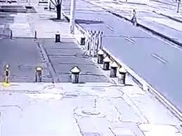 شاهد.. مصرع سائق دراجة نارية في حادث تصادم مرعب