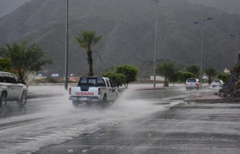 أمطار رعدية ورياح نشطة تحجب الرؤية في 9 مناطق