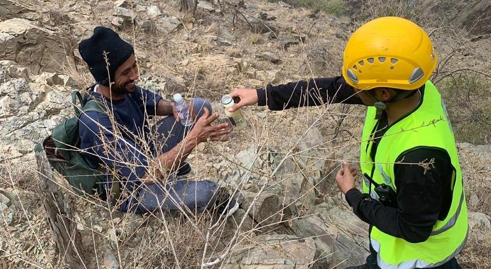 إنقاذ 3 أشخاص احتجزوا في منطقة جبلية بالباحة
