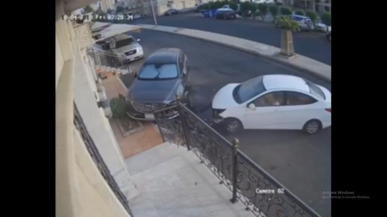 فيديو.. متهور يصدم مركبة ويهرب في جدة
