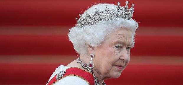 الحفيد المفضل للملكة إليزابيث يعلن انفصاله عن زوجته
