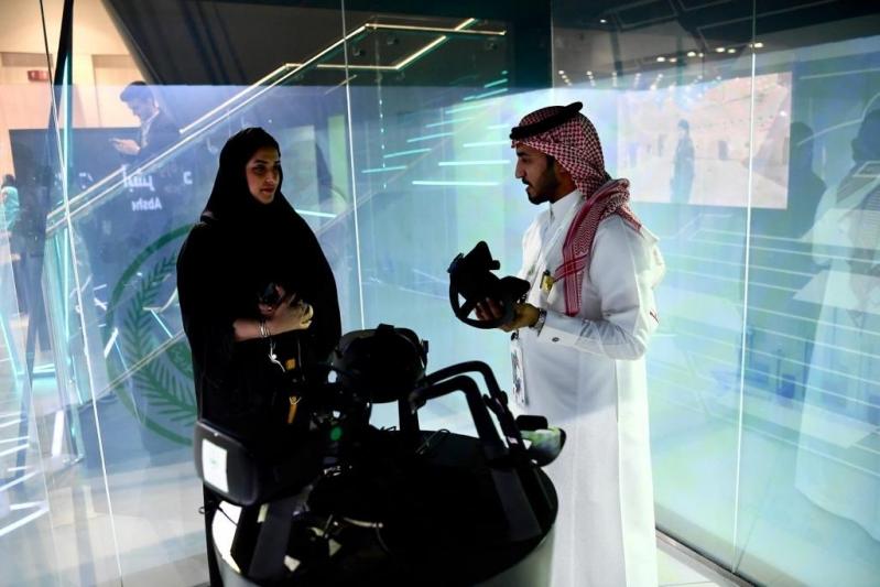 انبهار وتفاعل.. شاهد إقبال رواد جيتكس 2019 على تقنيات الداخلية السعودية