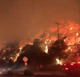 شاهد.. حرائق كاليفورنيا المستعرة تجبر 200 ألف شخص على النزوح