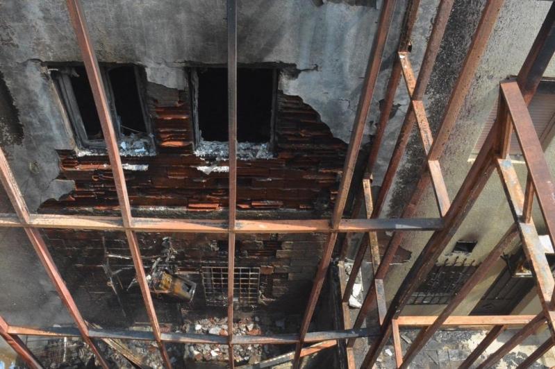 حريق 4 فلل سكنية يخلي 20 شخصاً في جدة