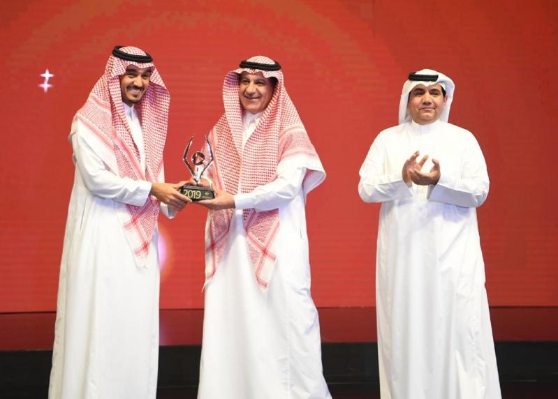 تكريم وزير الإعلام في حفل جائزة التميز للإعلام الرياضي