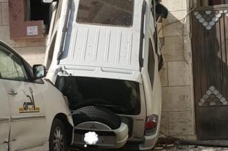 سيارة تقتحم منزلًا في جدة بشكل غريب! - المواطن